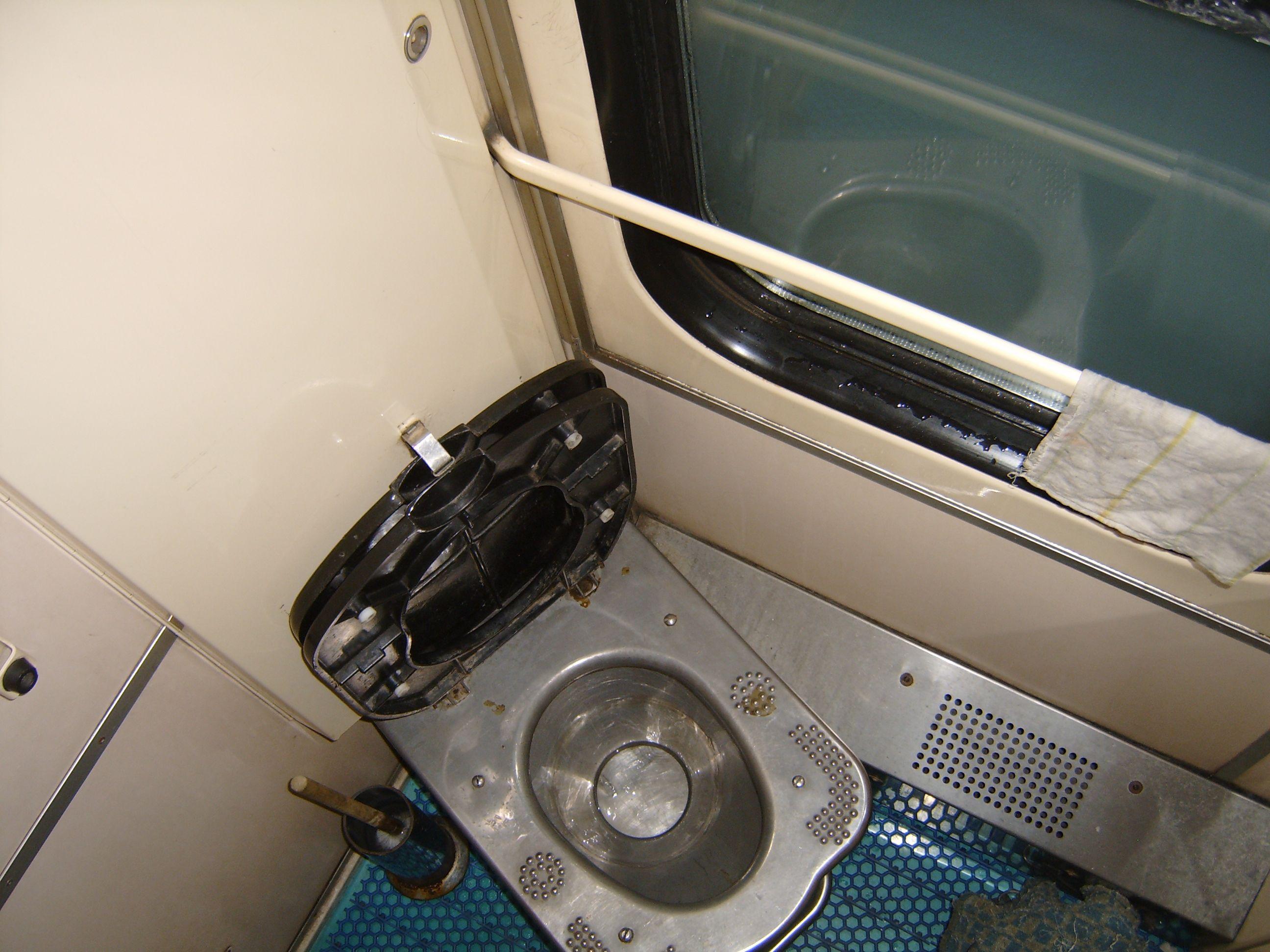 la salle d'eau-urinoir